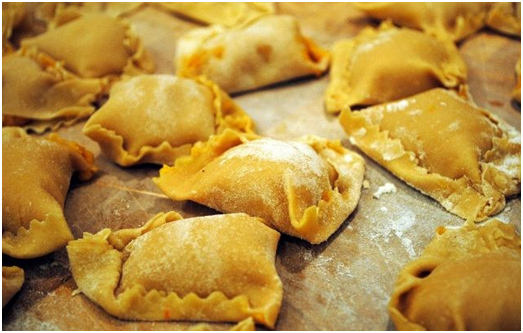 Ravioli di patate e Pancetta su Fonduta al Castelmagno